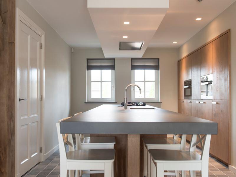 Goossens Keukens En Interieurs : Een woonkeuken met betonnen blad en pittcooking