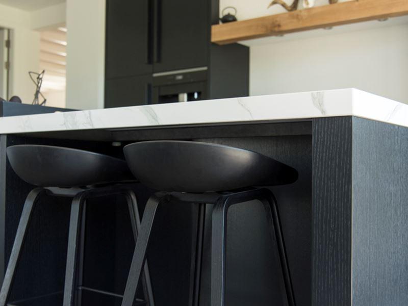 Keuken Eiken Zwart : Chique zwart eiken milano keuken met eiken fineer fronten en een